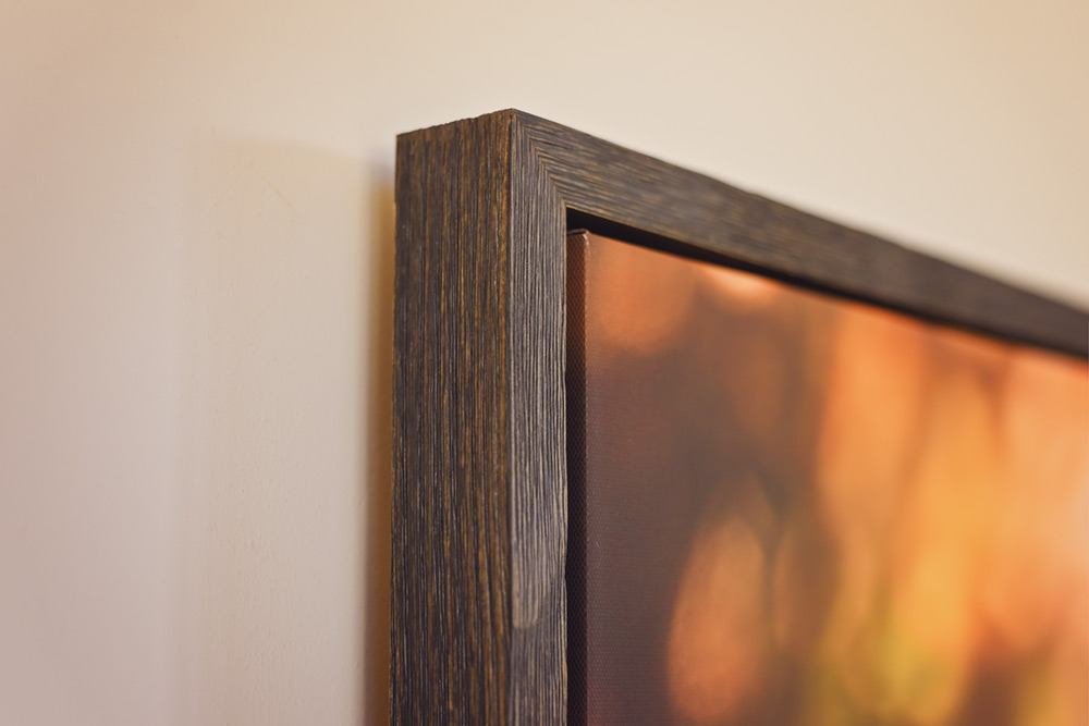 framed-canvas-with-wooden-texture