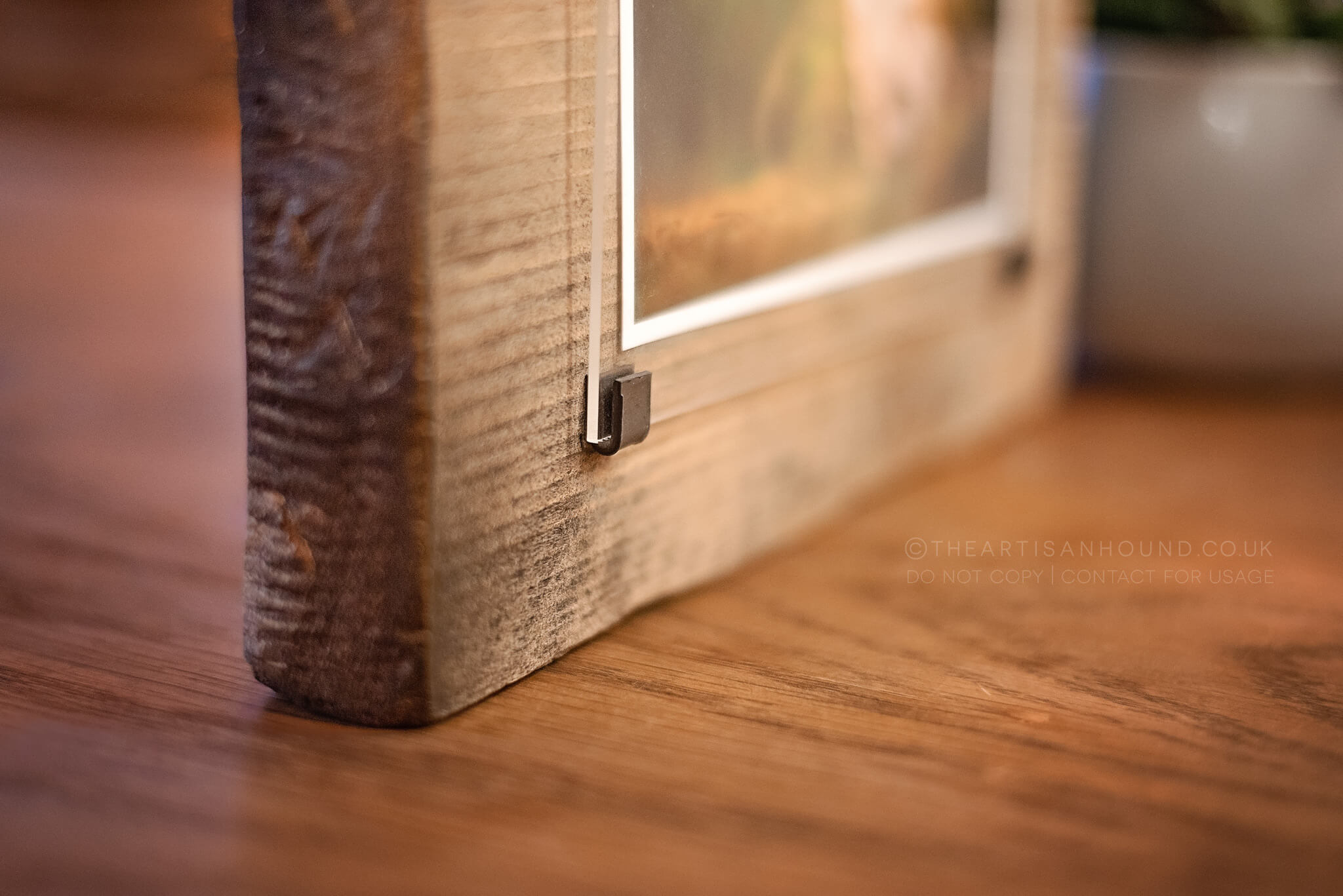 corner-detail-of-wooden-phot-frame